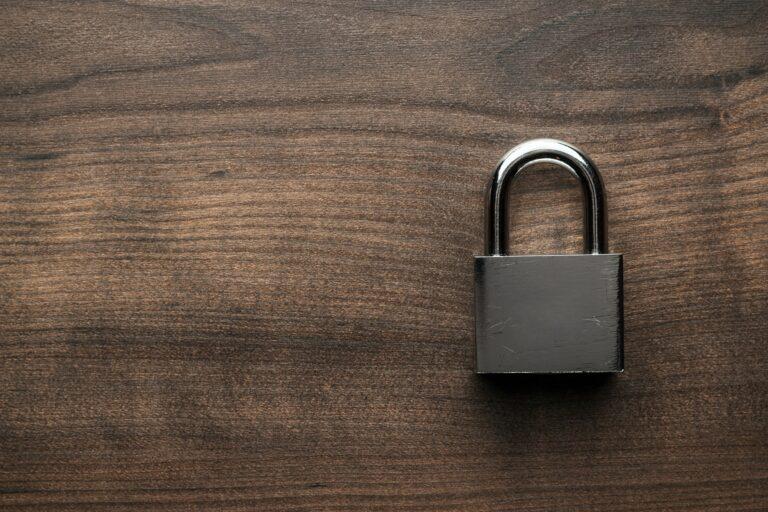 Hvad koster en ny lås endelig? Læs om ny lås pris og montering af lås ved låsesmed - Du kan også indhente en montering af lås pris, vi har prisgaranti