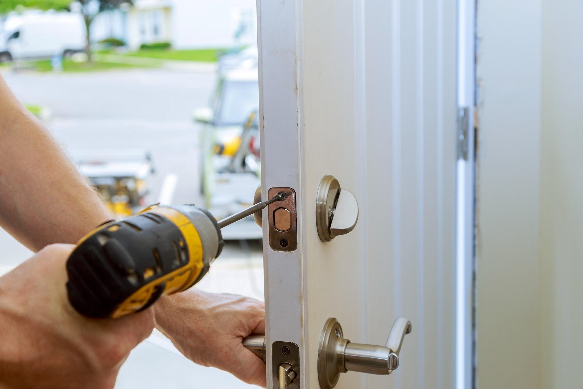 Låsesmed Ishøj - Låste ude? brug for indbrudssikring? Eller ny lås? Ring vores låsesmed Ishøj på telefon 77 32 22 22 billige priser - Ingen kø