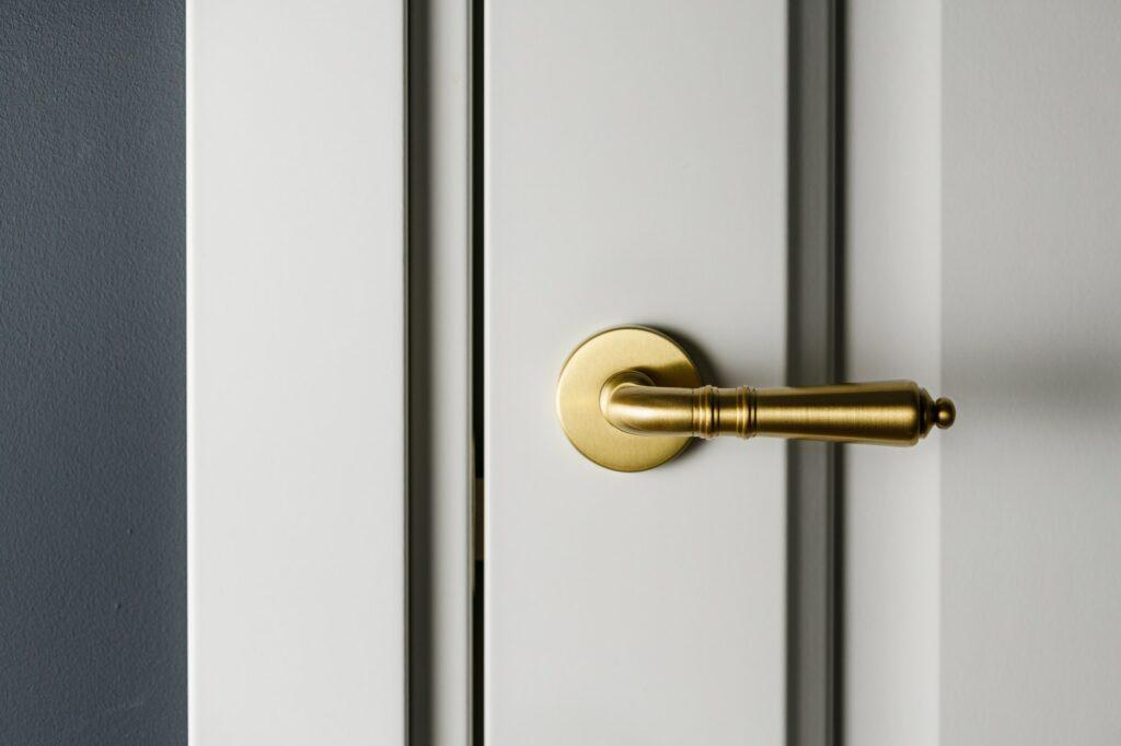 Montering af ekstra lås hos låsesmed.dk, få rabat hvis du er fleksibel med tiden mht. opsætning ekstralås