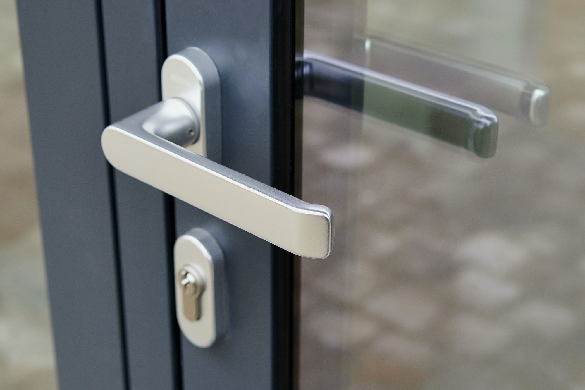 Kan ikke få nøglen ind i låsen (bilnøgle og nøgle til dør) Få tips på hvad du kan gøre hvis du ikke kan få nøgle ind i låsen + info; hvad skyldes fejlen
