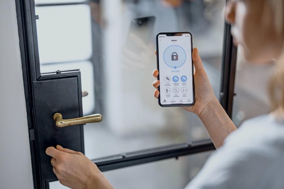 Låsesmed Husum til både bolig og bil - Mekaniske og elektroniske låse