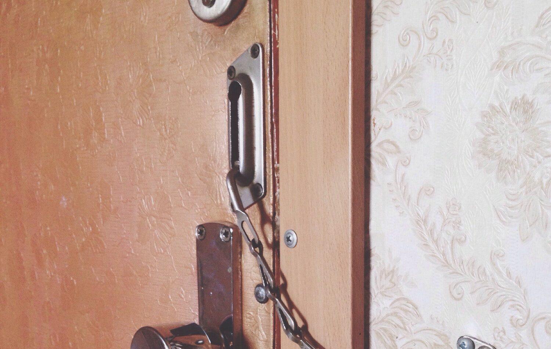 Jeg kan ikke åbne min dør! Nøglen kan ikke dreje i låsen!
